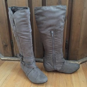 NWOT Bamboo Taupe Faux Suede Boots, Size 6